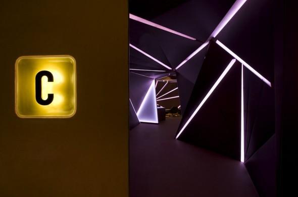 Под стойку: 15 лучших интерьеров баров в 2011 году. Изображение № 74.