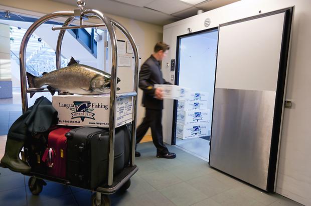 Зал ожидания: 10 неочевидных способов скоротать время в аэропорту. Изображение №16.