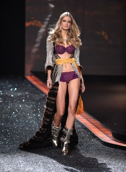 Victoria's Secret Fashion Show 2009–2010. Изображение № 11.