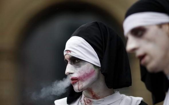 ВоФранкфурте прошел парад зомби. Изображение № 4.