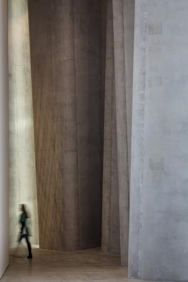 Архитектура дня: музей сволнистым фасадом изнержавеющей стали. Изображение № 6.