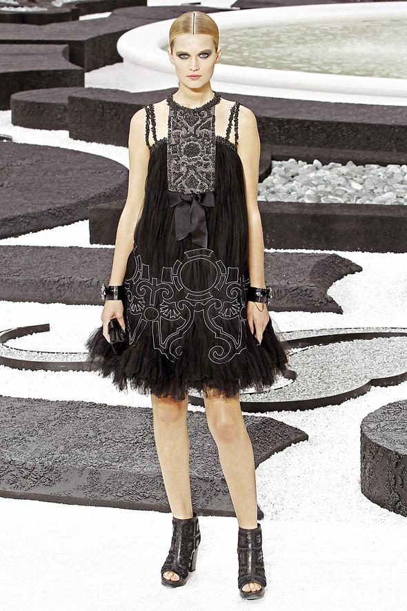 Карл Лагерфельд показал одну из самых красивых коллекций, когда-либо созданных для Chanel. Изображение № 56.