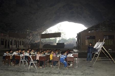 Школа впещере, вграфстве Ziyun. Китай. Изображение № 6.