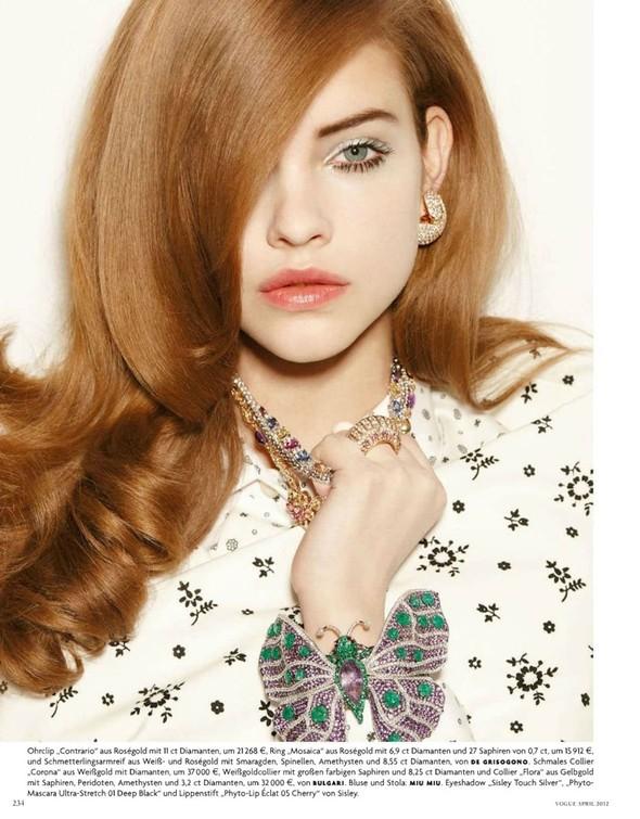 Барбара Палвин для апрельского выпуска Vogue Germany. Изображение № 4.