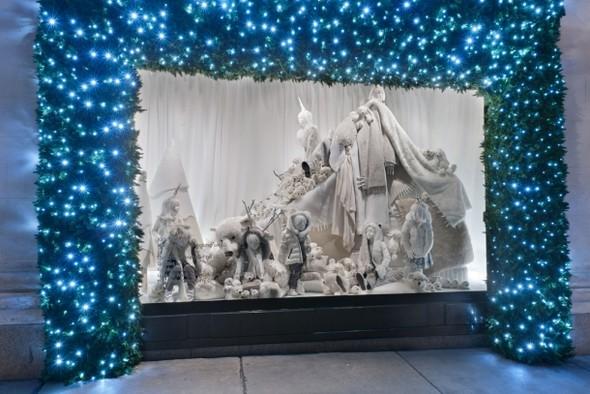 10 праздничных витрин: Робот в Agent Provocateur, цирк в Louis Vuitton и другие. Изображение № 81.