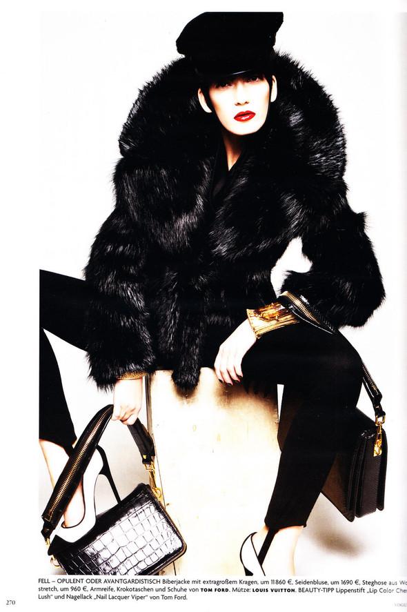 Съёмка: Хана Бен Абдесслем и Валерия Келава для Vogue. Изображение № 9.