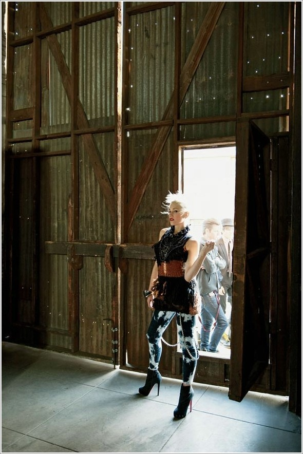 Gwen Stefani, ELLE USJuly 2009. Изображение № 6.