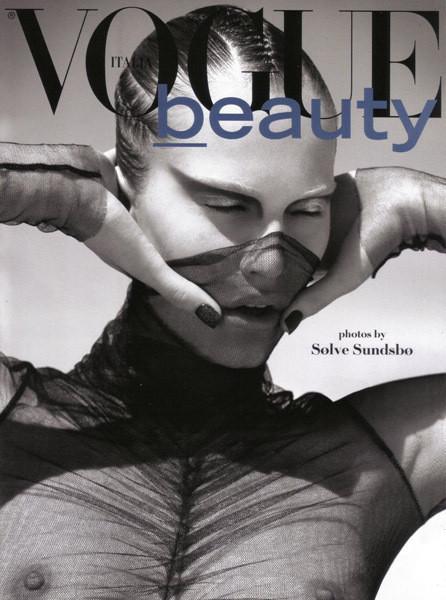 Съемка Vogue Italia, сентябрь 2009, фотограф Сольве Сундсбо. Изображение № 19.