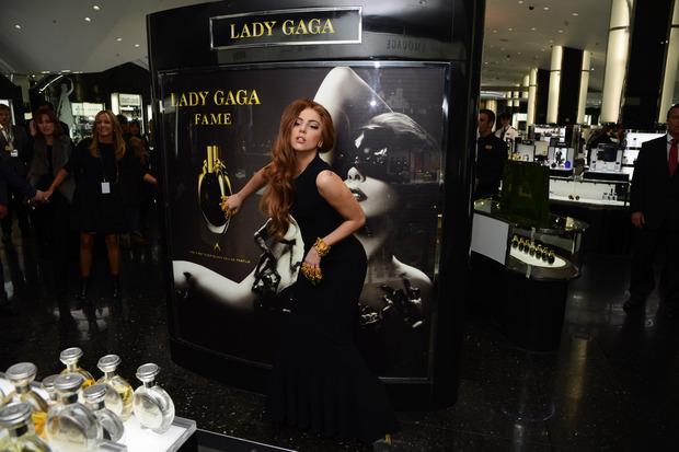 Леди Гага представила в Harrods духи FAME. Изображение № 21.