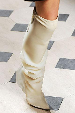 Башмаки отбабушки – мода прошлого. Изображение № 3.