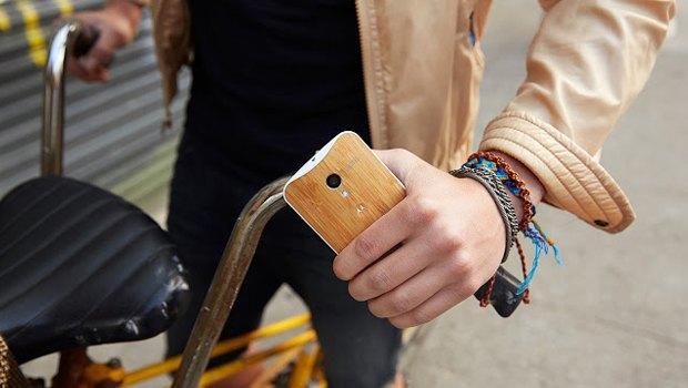 Motorola представила смартфон с деревянным корпусом. Изображение № 2.