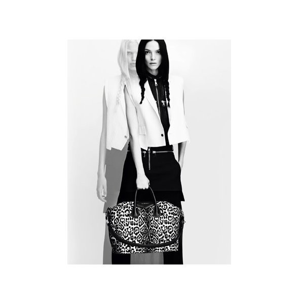 Изображение 8. Рекламные кампании: Givenchy, Tom Ford и другие.. Изображение № 6.