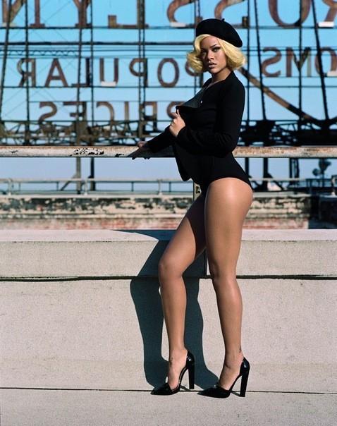 Съёмка: Рианна для британского Vogue. Изображение № 3.