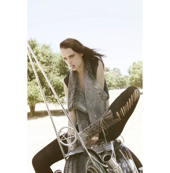5 новых съемок: Harper's Bazaar, Qvest, POP и Vogue. Изображение № 27.