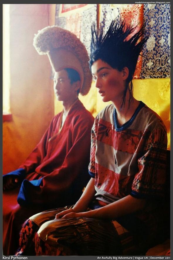 Съёмка: Тим Уокер для британского Vogue. Изображение № 3.