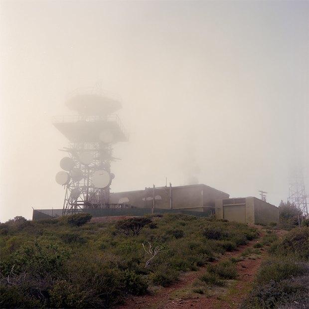 Заброшенные телефонные башни вгорах ипустынях . Изображение № 14.