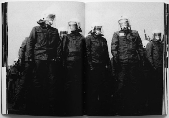 10 альбомов о современном Берлине: Бунт молодежи, панки и знаменитости. Изображение №112.