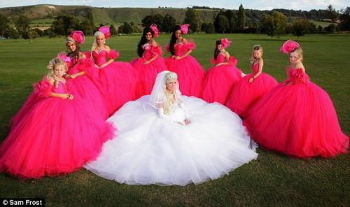 Изображение 2. Цыганские невесты и их свадебные платья.. Изображение № 1.
