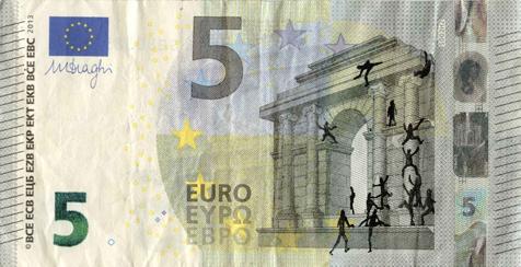 Художник в знак протеста изрисовал банкноты на 3555 евро. Изображение № 9.