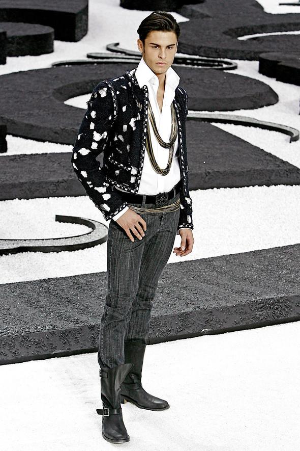 Карл Лагерфельд показал одну из самых красивых коллекций, когда-либо созданных для Chanel. Изображение № 3.