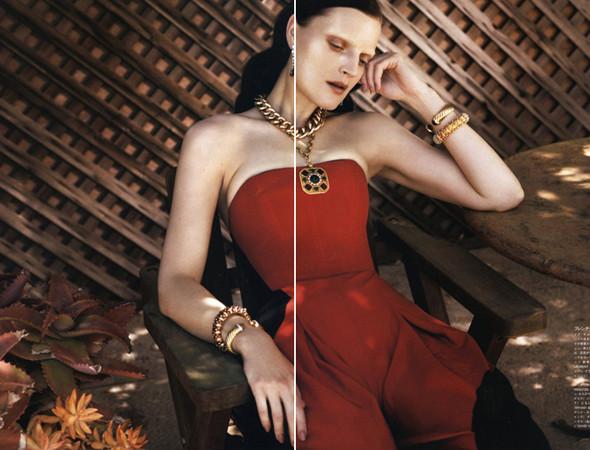 Женевье ван Синус в японском Vogue, январь 2011. Изображение № 26.
