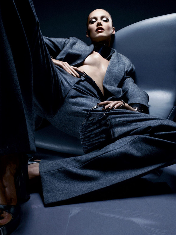 Съёмка: Майкл Корс и Кармен Педару для Interview. Изображение № 6.