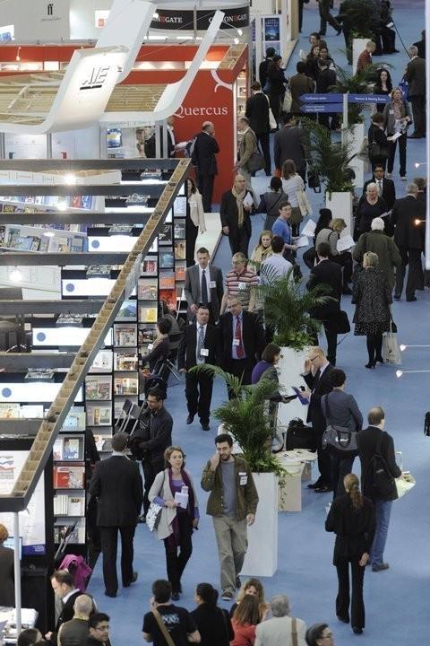 На ярмарке представлено более 1500 издательств со всего мира.. Изображение № 1.