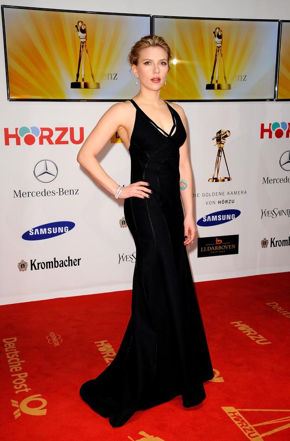 Стиль Скарлетт Йоханссон на 47-й церемонии Golden Camera Awards. Изображение № 1.
