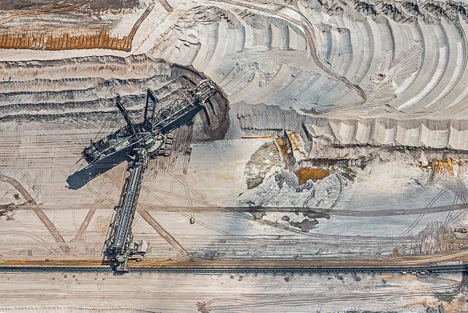 Захватывающие фотографии огромной угольной шахты. Изображение № 2.