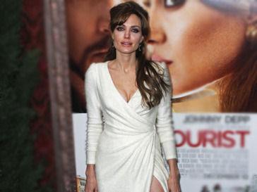 Анджелина Джоли выйдет замуж в платье от L'Wren Scott. Изображение № 1.