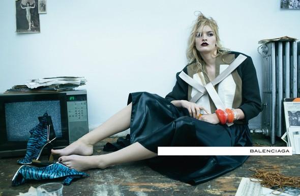 Кампания: Стивен Майзел для Balenciaga SS 2012. Изображение № 6.