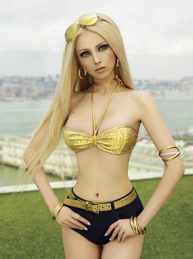 Журнал V сделал съемку с «украинской Барби» Валерией Лукьяновой. Изображение № 3.