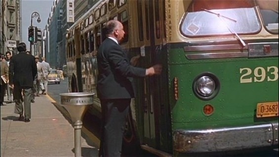 Альфред Хичкок любил появляться в каждом своем фильме и до сих пор заставляет своих фанатов искать себя в кадре.. Изображение № 11.