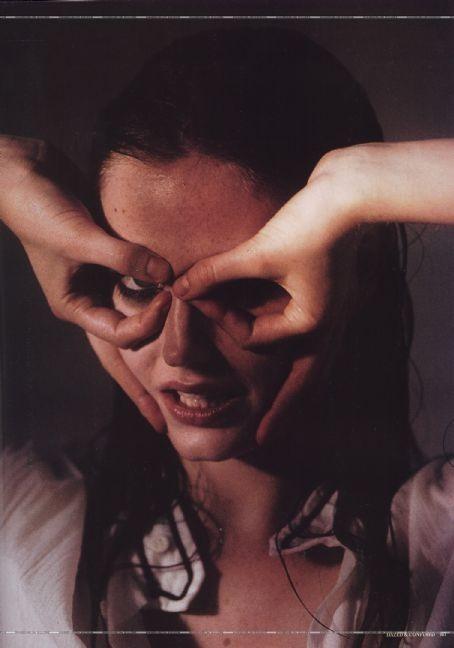 Архивная съёмка: Ева Грин для Dazed & Confused, 2005. Изображение № 2.