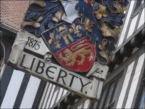В 1875 году на лондонской улице Риджент-стрит открылcя небольшой магазин Liberty & Co. Этот магазин стал сбывшейся мечтой влюбленного в узоры англичанина по имени Артур Лэзенби Либерти.. Изображение № 1.