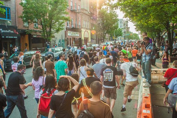 Зомби парад в Нью Йорке. NYC Zombie Crawl.. Изображение № 25.