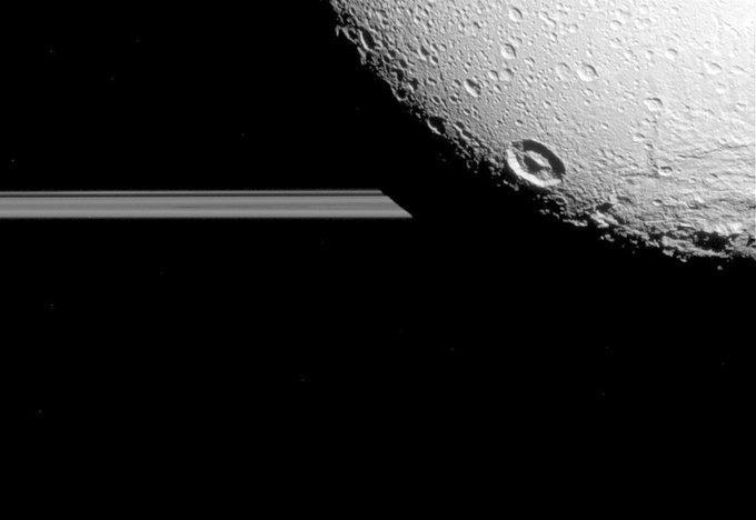 Фото дня: последние снимки спутника Сатурна от Cassini. Изображение № 2.