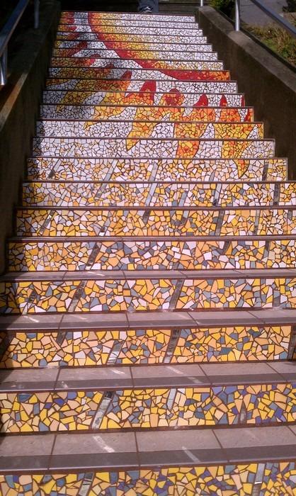 Разноцветная мозаика на лестнице в Сан-Франциско. . Изображение № 2.