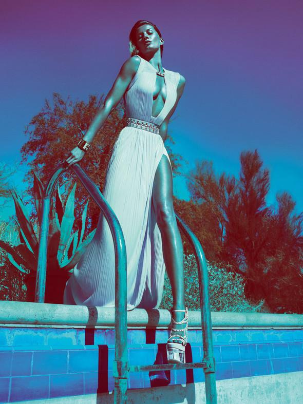 Кампания: Жизель Бундхен для Versace SS 2012. Изображение № 2.