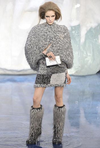 То ли большая, то ли малая медведица: Chanel fall 2010. Изображение № 8.