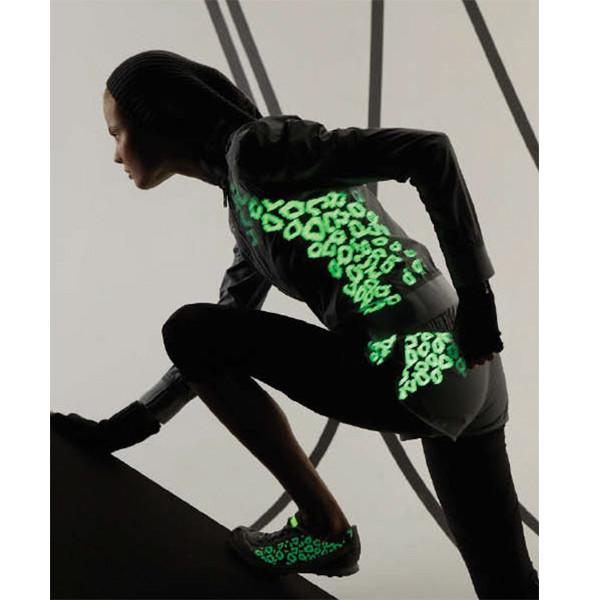 Стелла Маккартни создала светящуюся одежду для Adidas. Изображение № 4.