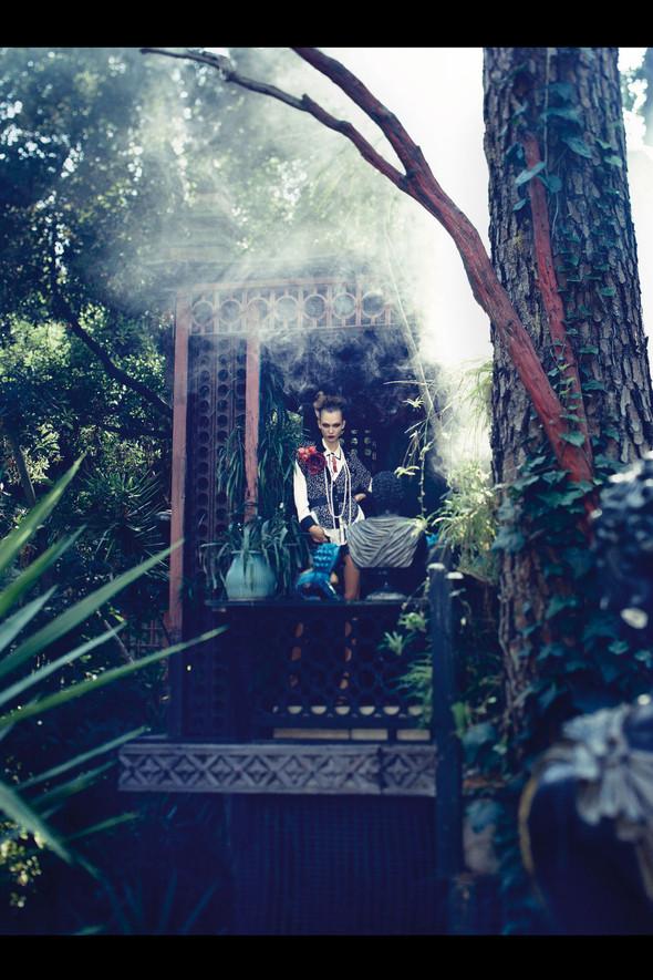 Съёмка: Карли Клосс для Vogue. Изображение № 13.