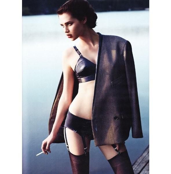 Съёмка: Анаис Пульо для немецкого Vogue. Изображение № 5.