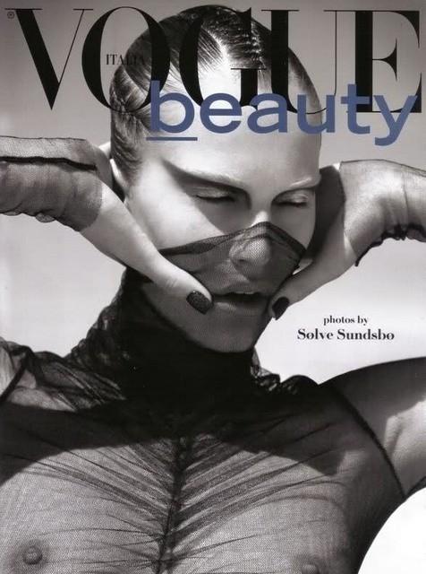 Украинская модель Алла Костромичева на обложке итальянского Vogue Beauty. Изображение №1.