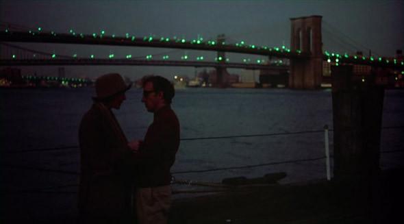 7. Brooklyn Bridge Один из старейших подвесных мостов в Штатах соединяет Манхэттен и Бруклин. В «Энни Холл» Аллен и Дайан Китон любуются им с 11 Пирса, куда упирается Уолл-стрит. Сейчас отсюда можно доплыть на водном такси до Нью-Джерси, статуи Свободы или бруклинской IKEA.. Изображение №9.