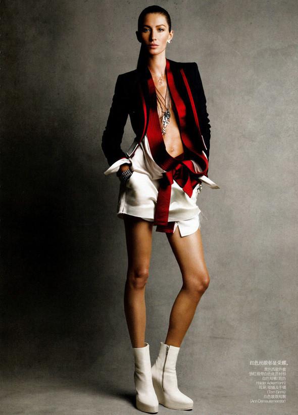 Изображение 62. Съемки: Harper's Bazaar, Metal, V и Vogue.. Изображение № 56.