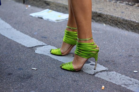 Уличная мода на Milan Fashion Week: день 1. Изображение № 10.