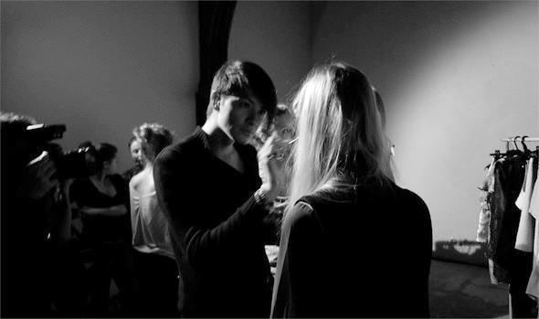 Дизайнер Андрей Артемов: «Она идет от своего парня в мужском пиджаке поверх коктейльного платья». Изображение № 19.