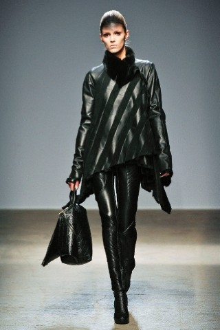 Back to black : Gareth Pugh и Victor&Rolf aw 2010-2011. Изображение № 35.