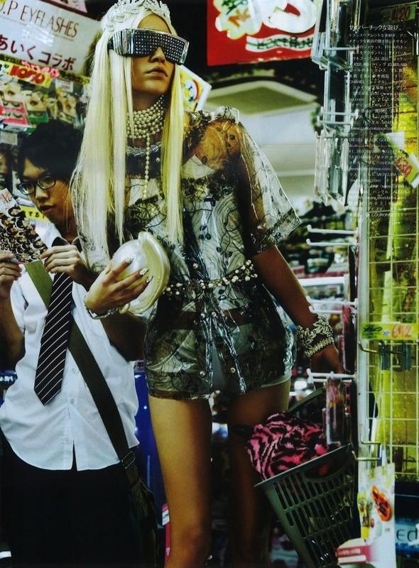 Элин Вебер The Girl Who Rocks The Planet в апрельском Vogue Япония. Изображение № 10.